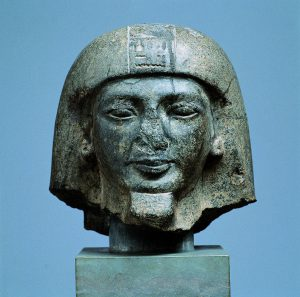 Head of a statue of Djehutyhotep (Copenhagen, Ny Carlsberg Glyptotek, ÆIN. 1019). H. 25 cm. Photo by Ole Haupt.