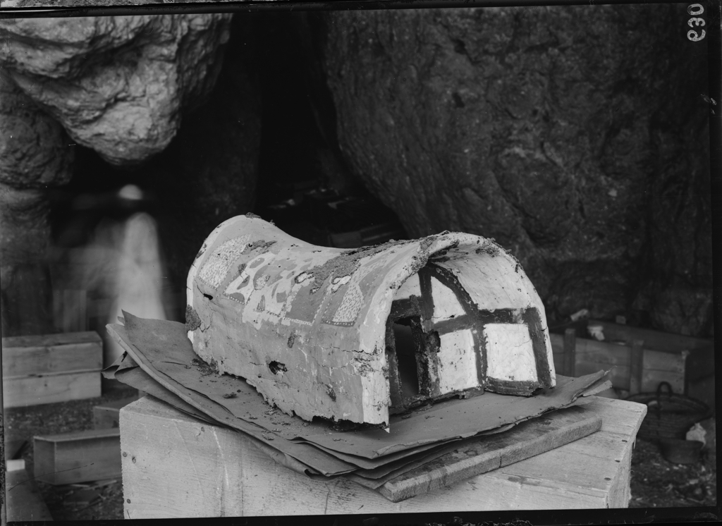 Fragmentary model of a cabin, photographed at the campsite. Archivio Museo Egizio, C0630.